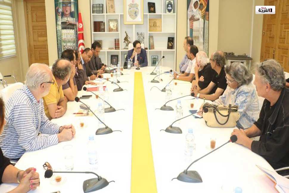 وزير الشؤون الثقافية يشرف على جلسة عمل مع مكتب النقابة الوطنية المستقلة لمحترفي مهن الفنون الدرامية /تونس