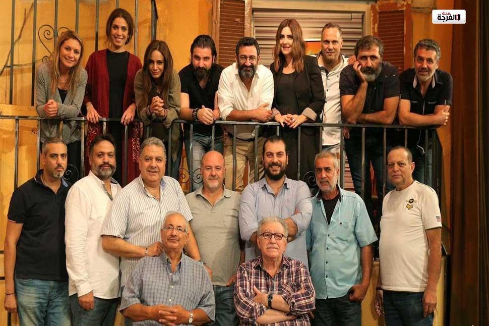 مسرحية تصور لبنان على أنه مبنى معرض لخطر الانهيار بيروت / (رويترز)