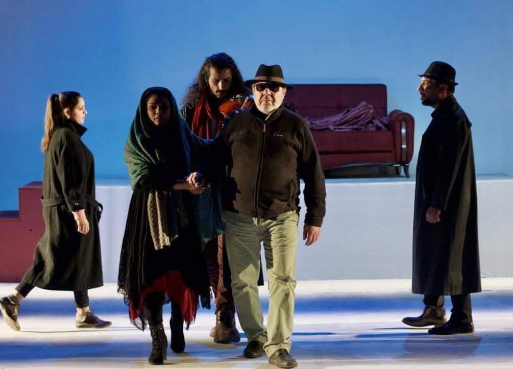 بالعراق: (الحمداني) يرعى مسرحية