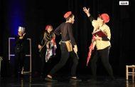 بالاردن: عرض مسرحية